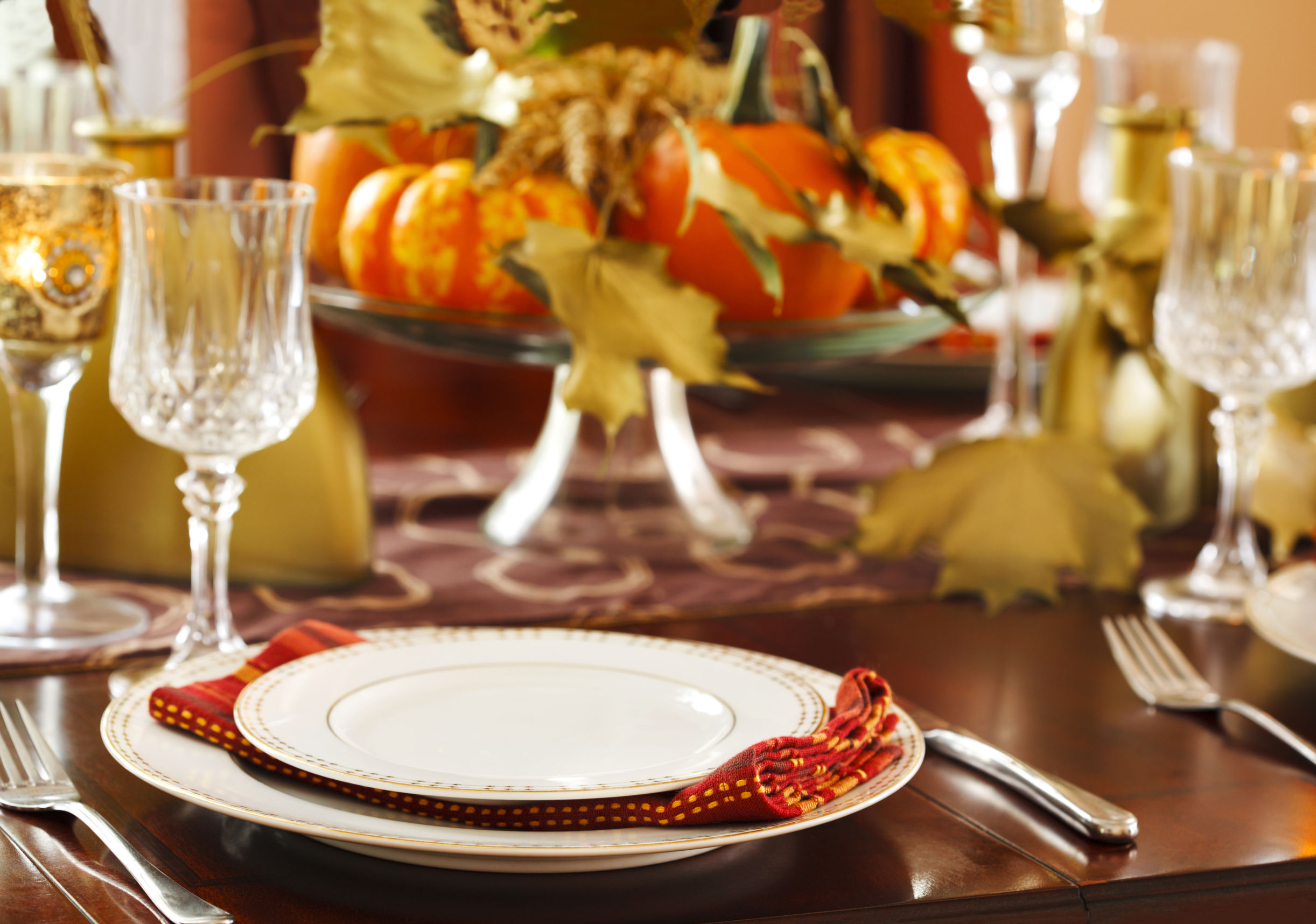 How to set the perfect thanksgiving dinner table How to set a thanksgiving dinner table